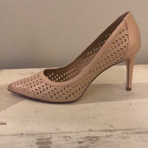Nude pumps!